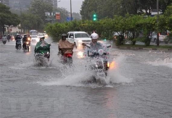 Ngập nước mỗi khi mưa lớn tại đường Nguyễn Hữu Cảnh, quận Bình Thạnh. (Ảnh: Xuân Dự/TTXVN)