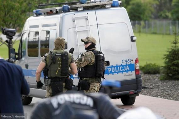 Cảnh sát có mặt tại hiện trường. (Nguồn: wiadomosci.gazeta.pl)