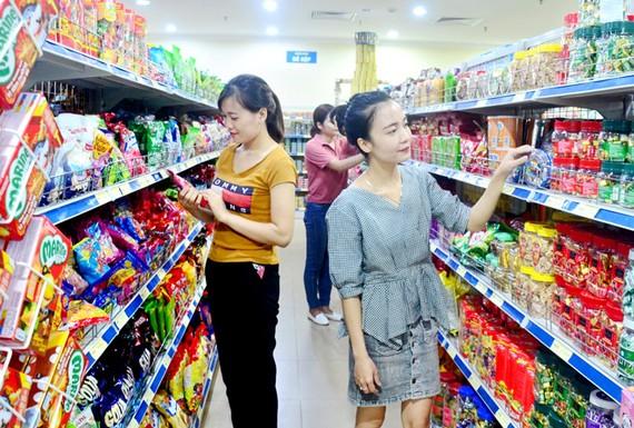 Cuộc chiến Mỹ-Trung: Việt Nam cần đẩy mạnh tiêu dùng trong nước
