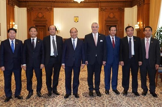 Tổng thống Cộng hòa Séc Milos Zeman đón Đoàn đại biểu cấp cao Chính phủ Việt Nam do Thủ tướng Nguyễn Xuân Phúc dẫn sang thăm, làm việc tại Cộng hòa Séc. (Ảnh: PV/Vietnam+)