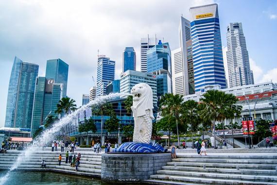 Singapore sẽ trải qua sự suy giảm mạnh nhất, với mức tăng trưởng GDP giảm từ 3,1% năm 2018 xuống 1,9% năm 2019.