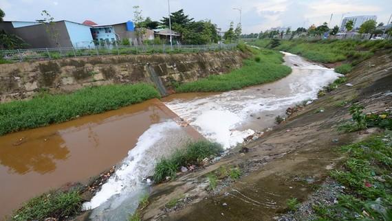 TPHCM và Bình Dương phối hợp xử lý ô nhiễm kênh Ba Bò