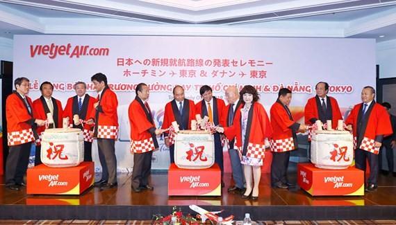Lãnh đạo cấp cao Việt Nam và Nhật Bản cùng lãnh đạo Vietjet thực hiện nghi thức công bố đường bay mới