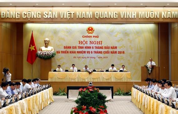 Thủ tướng Nguyễn Xuân Phúc phát biểu kết luận hội nghị. (Ảnh: Thống Nhất/TTXVN)