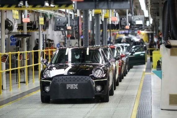 Một nhà máy lắp ráp của BMW tại Anh. (Nguồn: Autoexpress)