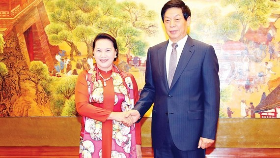 Chủ tịch Nhân đại Trung Quốc Lật Chiến Thư đón Chủ tịch Quốc hội Nguyễn Thị Kim Ngân Ảnh: TTXVN
