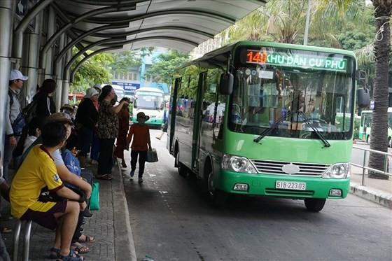 Các tuyếN xe buýt hoạt dộng mất cân đối thu chi có thể sẽ bị phạt. Ảnh: QUỐC HÙNG