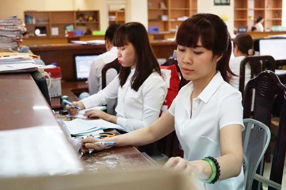 Tăng lương cho cán bộ, công chức: Chất lượng công việc có tăng?