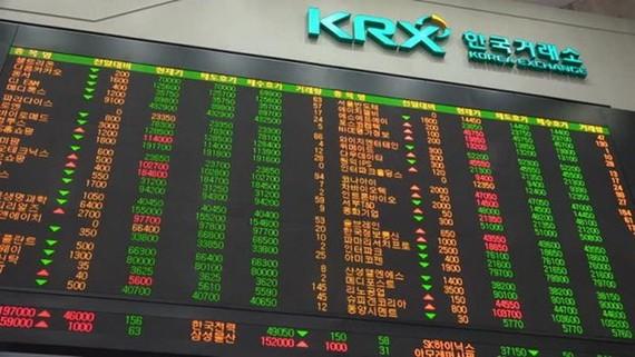 Một phiên giao dịch chứng khoán tại KRX. (Nguồn: theinvestor)