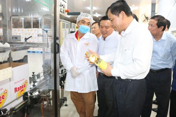 Bộ trưởng Bộ NN&PTNT Nguyễn Xuân Cường đánh giá cao năng lực Tập đoàn Sao Mai trong các lĩnh vực kinh doanh, đặc biệt là chuỗi giá trị con cá tra VN
