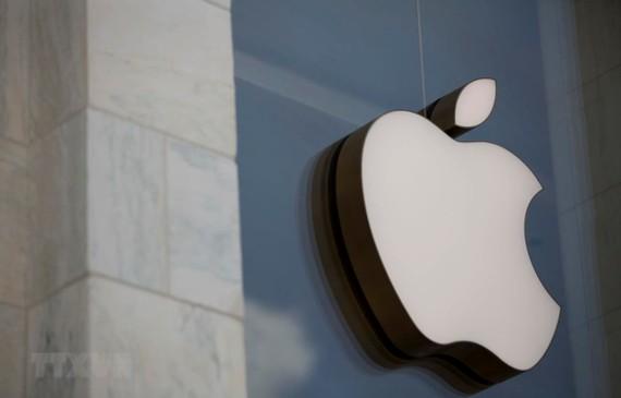 Biểu tượng của Apple tại cửa hàng ở Washington, DC của Mỹ. (Ảnh: AFP/TTXVN)