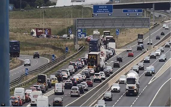 Scotland: Kêu gọi lệnh cấm ô tô chạy bằng xăng và dầu
