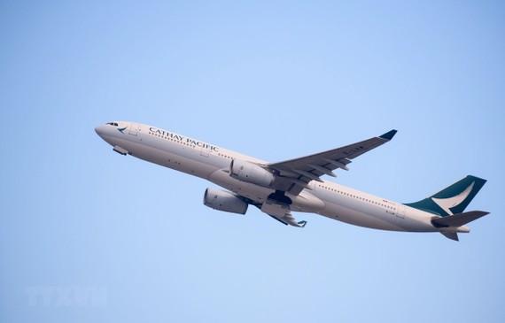 Máy bay của hãng hàng không Cathay Pacific cất cánh từ sân bay quốc tế Hong Kong, Trung Quốc ngày 7/8/2018. (Ảnh: AFP/ TTXVN)