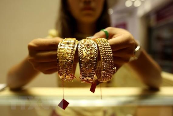 Trưng bày đồ trang sức bằng vàng tại cửa hàng kim hoàn ở Yangon, Myanmar ngày 19/9. (Nguồn: THX/TTXVN)