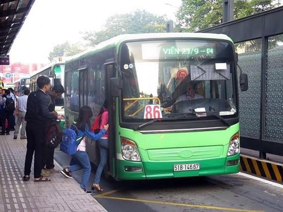 Vì sao lượng hành khách đi xe buýt ở TPHCM sụt giảm?