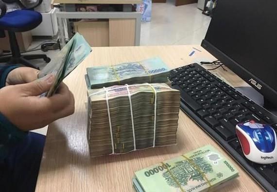 Theo đơn phản ánh, mặc dù không đi vay nợ nhưng một số người tiêu dùng liên tục bị gọi điện thoại, đe dọa, ép buộc trả nợ. (Ảnh: PV/Vietnam+)