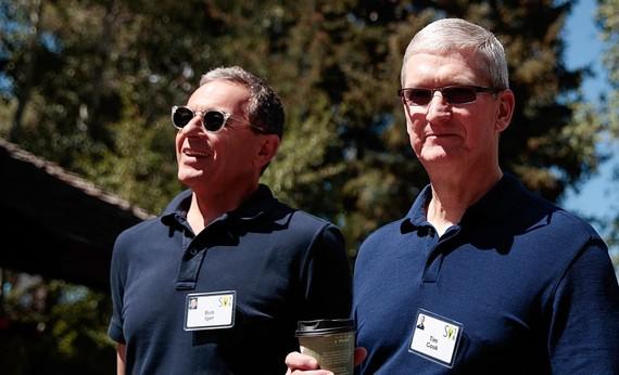 CEO Bob Iger của Disney từ chức giám đốc tại Apple