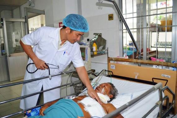 Bệnh nhân Q. được các bác sĩ chăm sóc