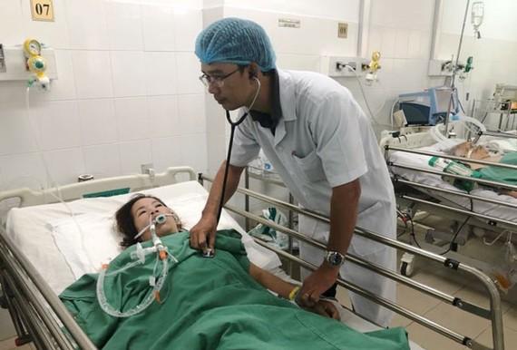 Bệnh nhân được chăm sóc tại bệnh viện.