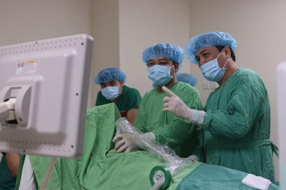 BV Hoàn Mỹ Cửu Long vừa điều trị thành công 5 trường hợp u vú, không cần phẫu thuật.