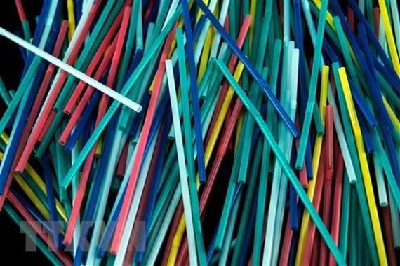 Ống hút nhựa là một trong số 437 sản phẩm được miễn trừ thuế quan. (Nguồn: AFP/TTXVN)