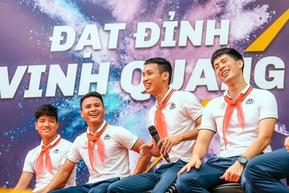 """Đồng hành cùng ĐTQG Việt Nam tại cuộc thi """"Tiếp lửa đam mê"""""""