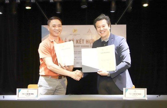 Ông Bùi Vu Thanh - Nhà sáng lập AMPA Education ký kết hợp tác cùng Thạc sĩ Hà Thế Dũng – Hiệu trưởng trường Trung cấp Múa TP. Hồ Chí Minh.