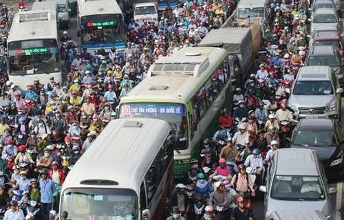 Vụ kẹt xe trên Xa lộ Hà Nội ngày 7/9 kéo dài hơn 2 giờ