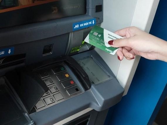 Lần thứ 4 điều chỉnh giảm phí dịch vụ cho ngân hàng