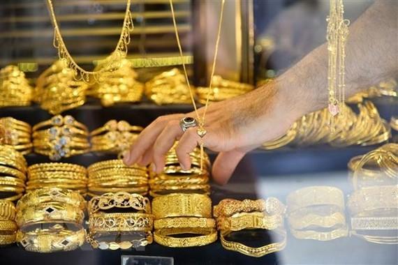 Các sản phẩm thủ công chế tác từ vàng được bày bán tại một khu chợ ở thành phố Gaza ngày 8/7/2019. (Nguồn: THX/TTXVN)