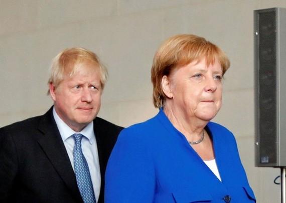 Thủ tướng Anh Boris Johnson và Thủ tướng Đức Angela Merkel. (Nguồn: Reuters)
