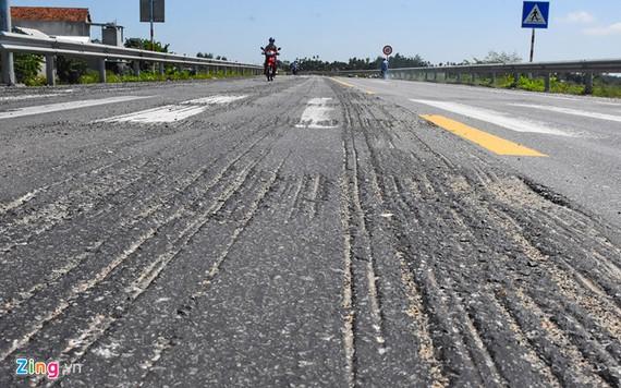 Đường dẫn cao tốc Đà Nẵng-Quảng Ngãi sụt lún nghiêm trọng