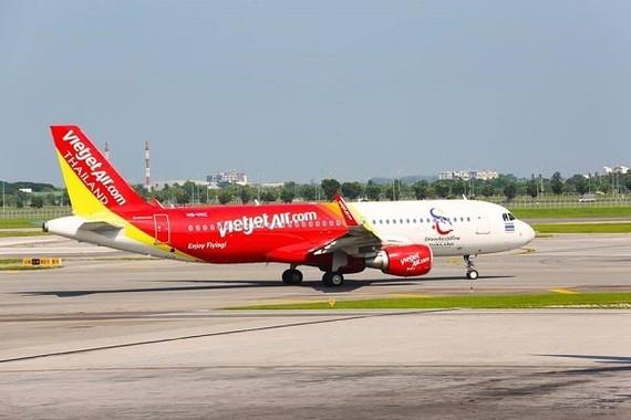 Vietjet tiếp tục điều chỉnh lịch bay do ảnh hưởng bão số 5