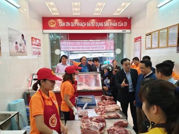 Doanh nghiệp chăn nuôi bắt đầu giảm giá thịt lợn
