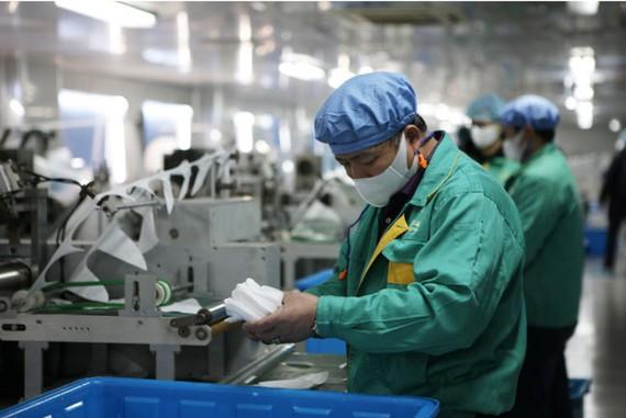 Sản xuất khẩu trang tại Thượng Hải (Trung Quốc)