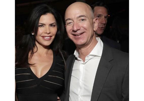 Ông chủ Amazon Jeff Bezos và bạn gái Lauren Sanchez
