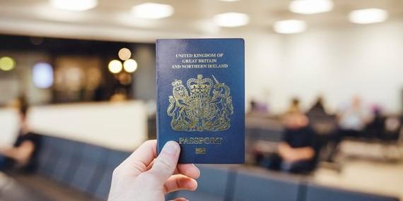 Anh đổi hộ chiếu sau sự kiện Brexit