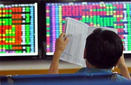 Bán tháo diện rộng, VN Index xuống sát mốc 900 điểm