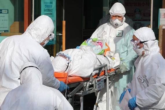 Ca mắc mới ở Hàn Quốc tăng vọt, tổng số 833 người nhiễm SARS-CoV-2
