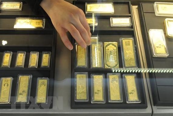 Vàng miếng được bày bán tại một cửa hàng ở tỉnh An Huy, Trung Quốc. (Ảnh: AFP/TTXVN)