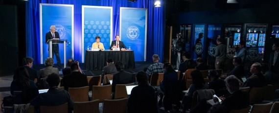 Giám đốc quỹ điều hành IMF, Kristalina Georgieva và người đứng đầu Ngân hàng Thế giới, David Malpass, tại cuộc họp báo ngày 04/03 (Nguồn: IMF)