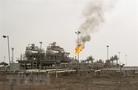 Một cơ sở lọc dầu ở Basra, Iraq. (Ảnh: AFP/TTXVN)