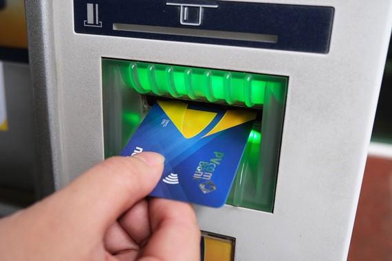 Thẻ chip nội địa đáp ứng đầy đủ các yếu tố kỹ thuật về an toàn, bảo mật theo tiêu chuẩn quốc tế EMV, hạn chế các rủi ro về gian lận, giả mạo trong thanh toán thẻ.