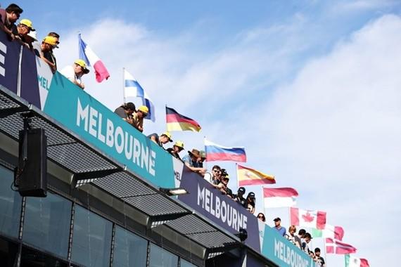 Ngày 11/3, khi di chuyển tới Australia, 3 thành viên của hai đội đua Hass và McLaren đã phải cách ly do có các triệu chứng của bệnh COVID-19. (Nguồn: formula1.com)