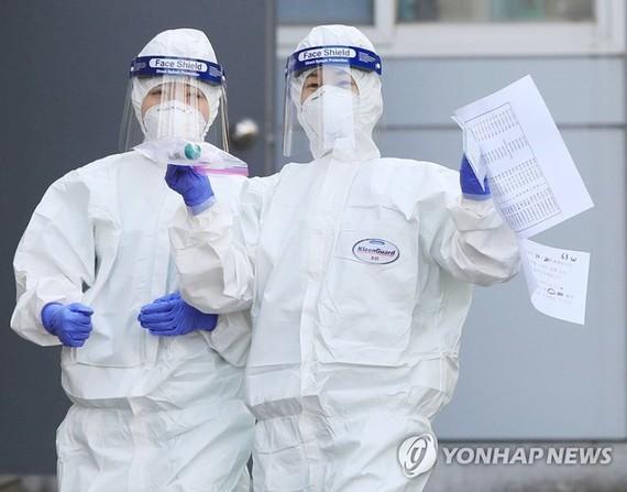 Nhân viên y tế tại Bệnh viện Dongsan, thành phố Daegu ngày 22/3. Ảnh: Yonhap