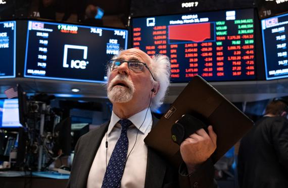 Chứng khoán Âu-Mỹ đồng loạt giảm điểm mạnh dù có động lực từ Fed