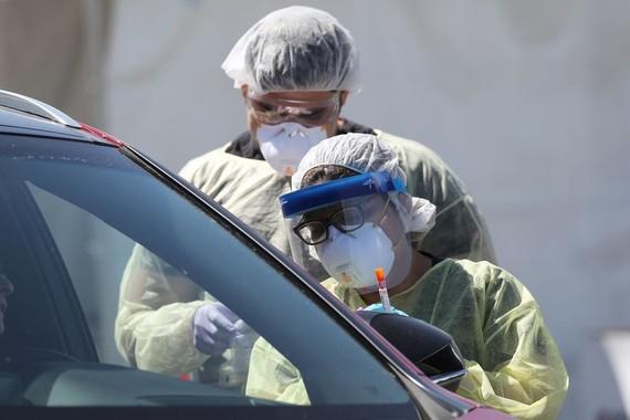 Số ca nhiễm tại Mỹ cao nhất thế giới, số ca tử vong Italy vượt 8.000 người