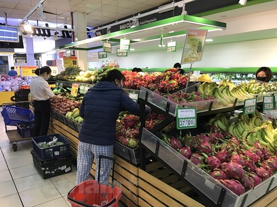 Lượng hàng tại nhiều siêu thị tăng từ 2-4 lần so với bình thường. (Ảnh: Đức Duy/Vietnam+)