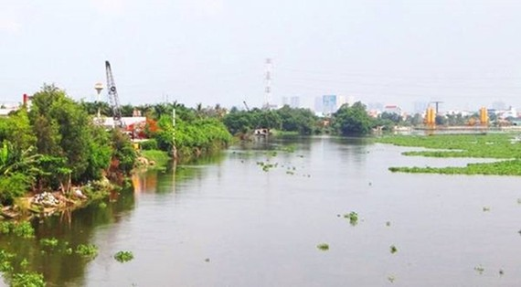 Xây dựng bờ kè chống sạt lỡ bờ tả sông Sài Gòn