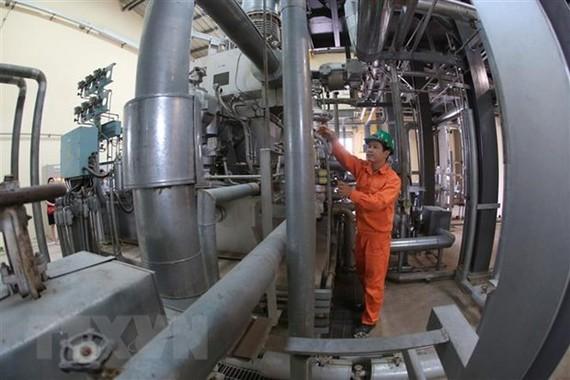 Vận hành tại Nhà máy phát điện từ chất thải công nghiệp được xây dựng tại huyện Sóc Sơn (Thành phố Hà Nội). (Ảnh: Ngọc Hà/TTXVN)